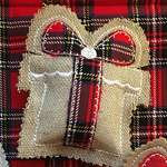 'Christmas Present' ITH Ornament Project by Meryl Makes